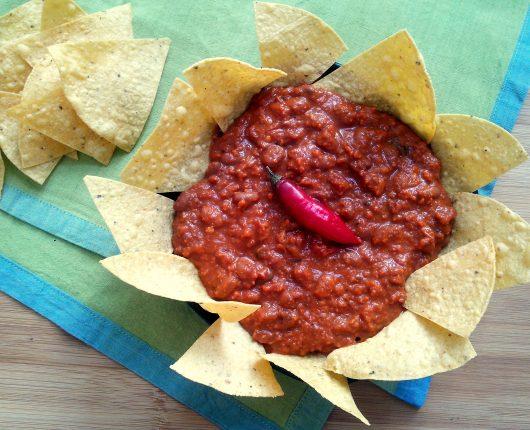 Chilli con carne (carne moída com feijão e molho de tomate apimentado)