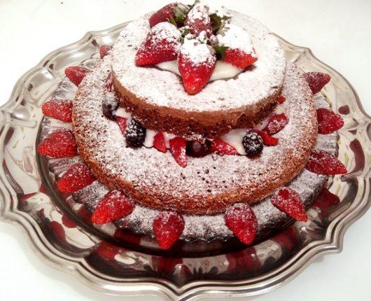 """Como fazer naked cake (ou bolo """"pelado"""", sem cobertura)"""
