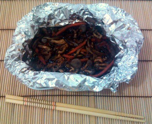 Pacotinho de shimeji com legumes à oriental