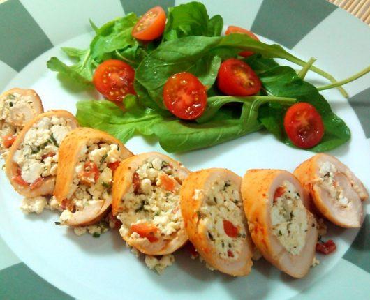Filé de frango recheado com ricota, tomate e ervas
