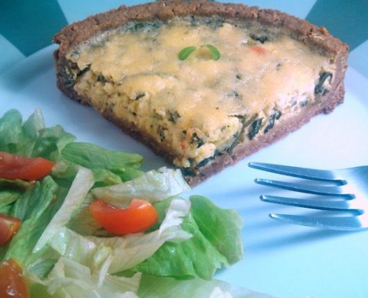 Quiche light de ricota com espinafre e base de biscoito