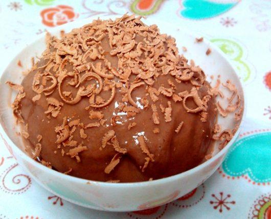 Sorvete fácil de chocolate Alpino com banana