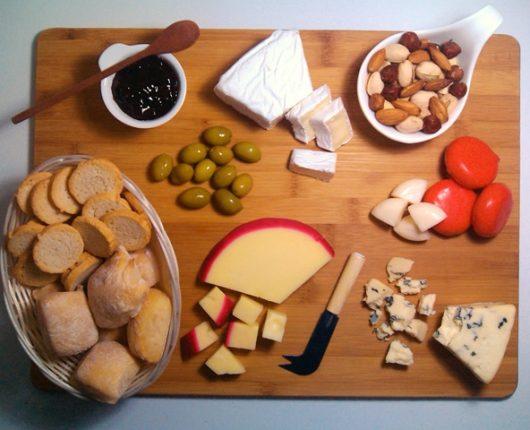 Tábua de queijos: o que servir e como montar?