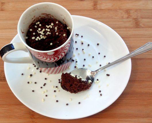 Bolo de chocolate na caneca com calorias reduzidas (cupcake light no microondas)