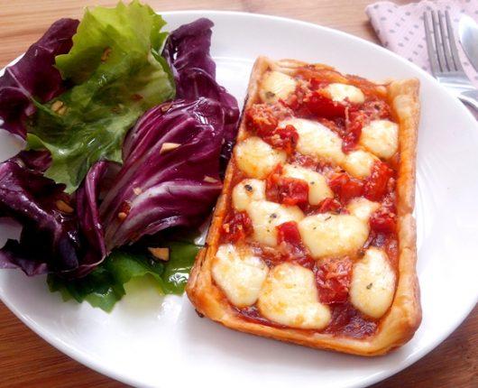 Tortinhas de queijo com tomate