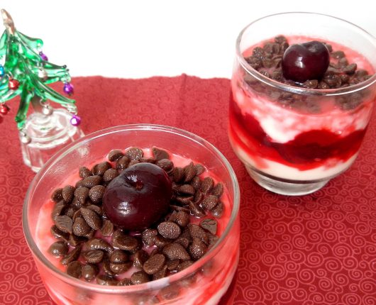 Pavê de cerejas com gotas de chocolate
