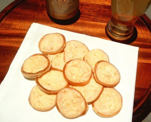 Chips crocantes de queijo provolone