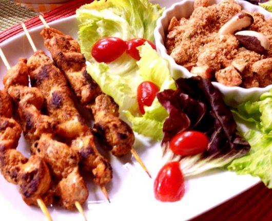 Espetinhos de frango picante com Farofa de gérmen de trigo no Você Bonita