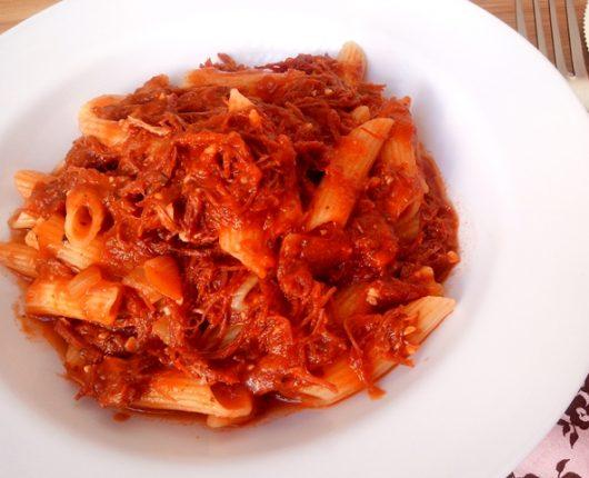 Ragú de carne seca super rápido (molho de tomate com carne seca)