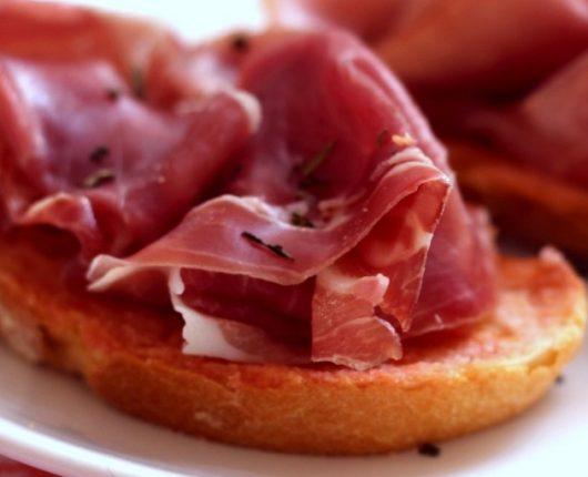 [VÍDEO] Pa amb tomàquet (sanduíche catalão de pão com tomate)