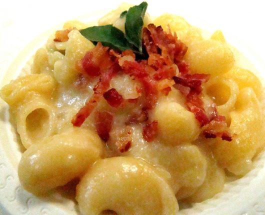 O III Encontro Gourmet e um Pipe rigate com batatas, queijos e bacon