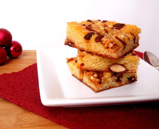 Blondie de festa (brownie branco com castanhas e frutas vermelhas secas)