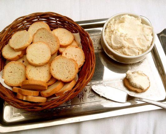 Patê de queijo parmesão