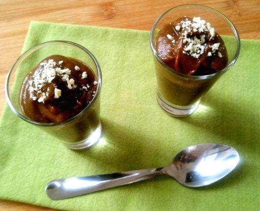 Sobremesa deliciosa com chocolate (calorias reduzidas, sem glúten, sem lactose)