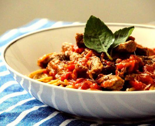 [VÍDEO] Tiras de carne com molho de tomate