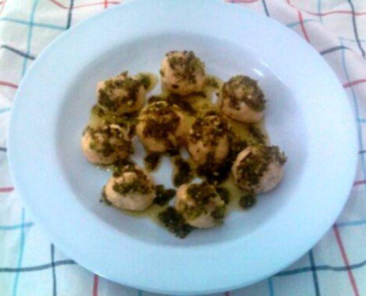 Gnudi alla gremolata (nhoque de ricota com azeite aromatizado)