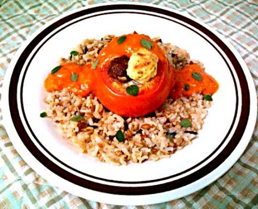Tomates farcies (tomates recheados com carne e/ou ricota)