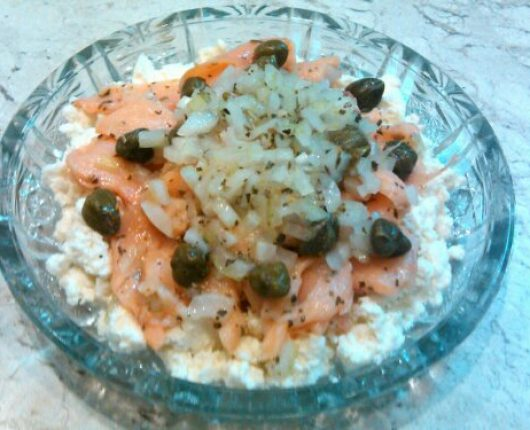 Salada de salmão defumado com ricota