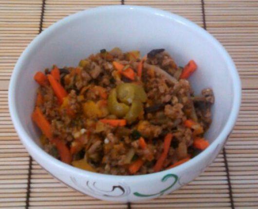 Guisado de carne moída com legumes à Julienne