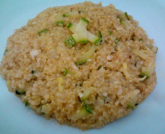 Risoto de quinua com abobrinha e gorgonzola