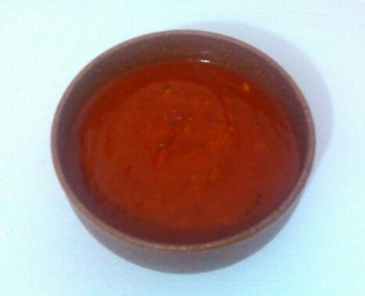 Molho de tomate urgente (super rápido, super fácil e gostosinho)