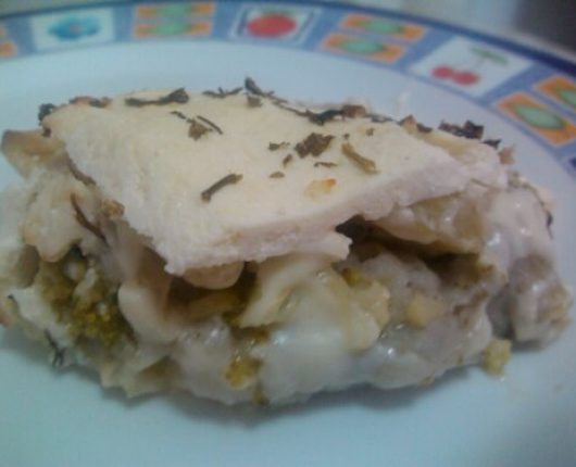Enformado de inhame com brócolis, couve flor e queijo branco (calorias reduzidas)