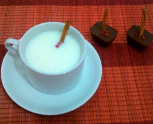 Cubos de chocolate com especiarias para submarino (leite ou café com chocolate derretido)
