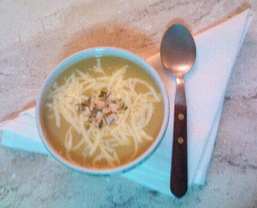 Sopa creme de inhame com repolho e frango