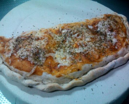 Calzone delicioso do Odair (pizza fechada)