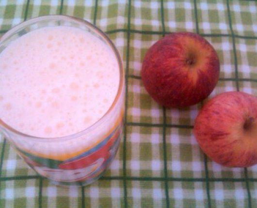Vitamina de iogurte com maçã e coco