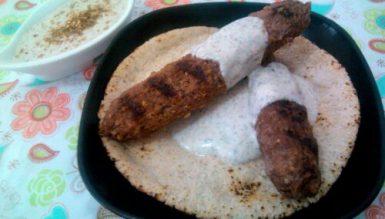 Kafta (bolinho árabe/ libanês de carne moída com especiarias no palito)