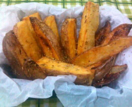 Batatas rústicas (com azeite e alecrim no forno)