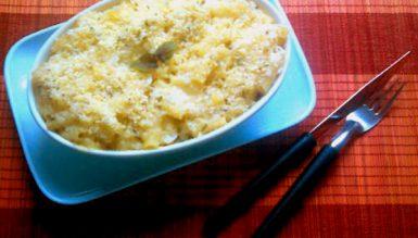 Mac 'n' cheese (macarrão tradicional americano com creme de queijo gratinado no forno)